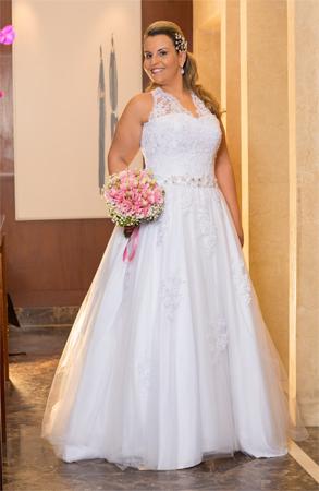 Vestido de noiva plus size com alça