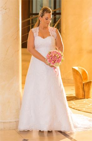 Vestido de noiva plus size  com alça rendada