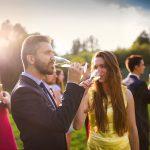Passeio completo: veja as tendências nos trajes para festas de casamento