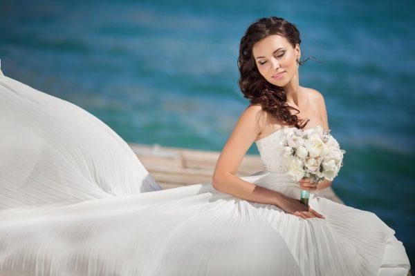 Tendências de vestido de noiva para quem vai casar no verão