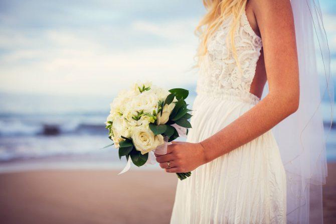 Vestido de noiva para casamento na praia: veja como acertar no look